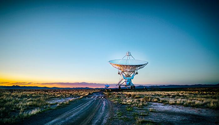 Satellite dish in the middle of the desert | Vox Satellite | Vox Fibre | image